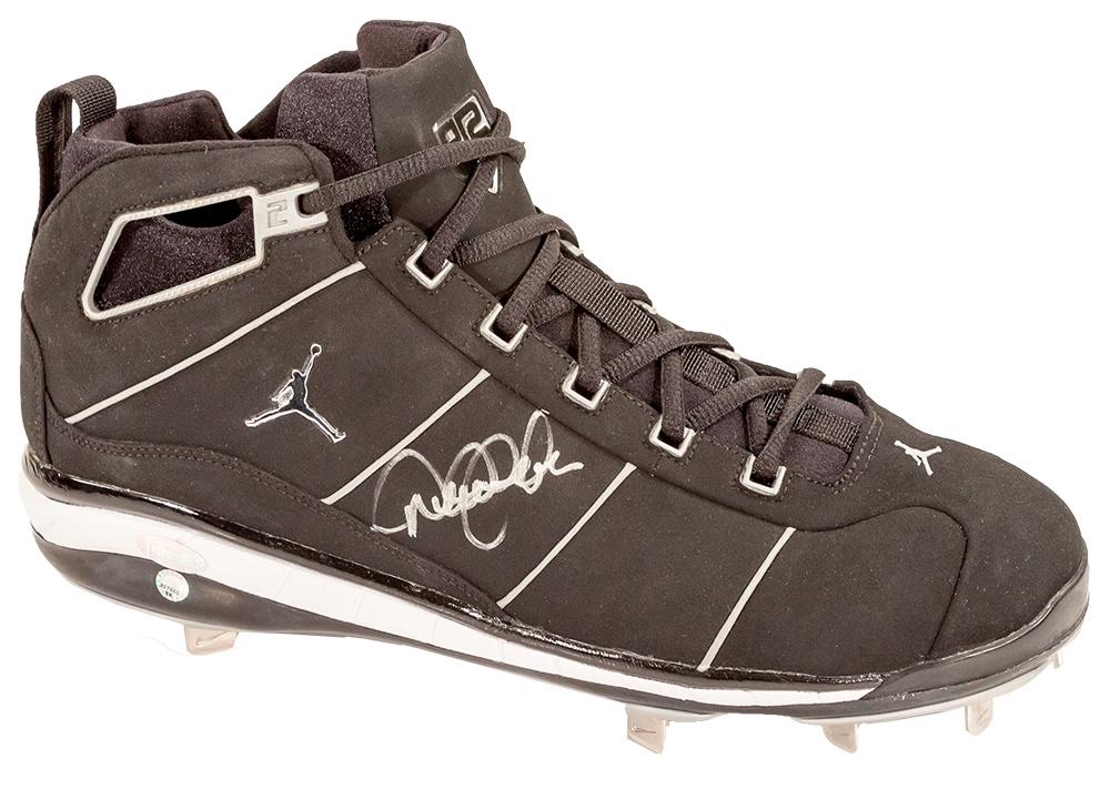 Derek Jeter Autographed Nike Cleat